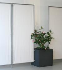 hohe standfestigkeit f r mobilen sichtschutz paravent mit angestecktem planzgef indoor outdoor. Black Bedroom Furniture Sets. Home Design Ideas