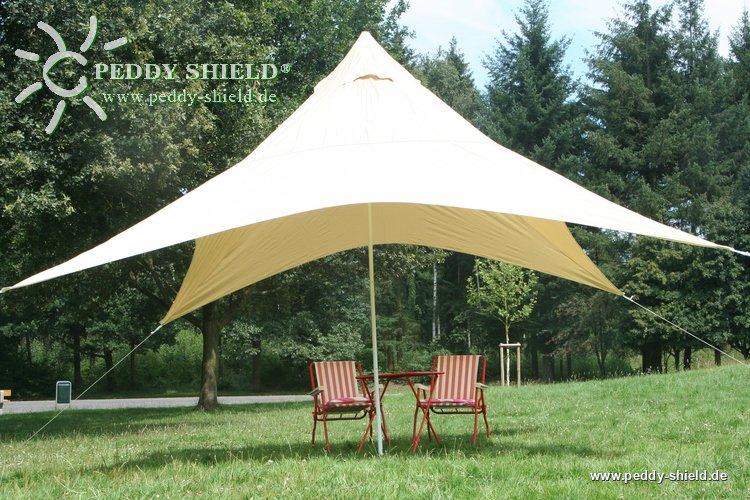 sonnensegel pyramide im garten als sonnenschutz u sichtschutz. Black Bedroom Furniture Sets. Home Design Ideas